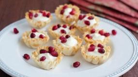 طرز تهیه دسر پنیر و انار ویژه شب یلدا