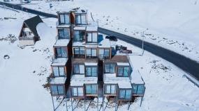 ساخت خلاقانه یک هتل از کانتینرهای باری کشتی در گرجستان