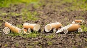 ماشینهای اسباب بازی ساخته شده با چوب بامبو و دوستدار طبیعت