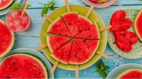پذیرایی شب یلدا با انواع دسرهای مختلف تهیه یا تزئین شده با هندوانه