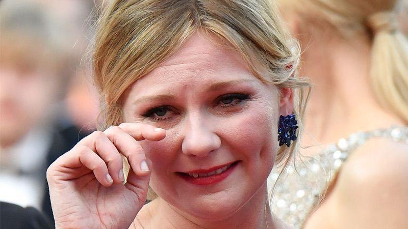 اشکهای کریستین دانست روی فرش قرمز فستیوال کن در کنار نیکول کیدمن و الی فنینگ