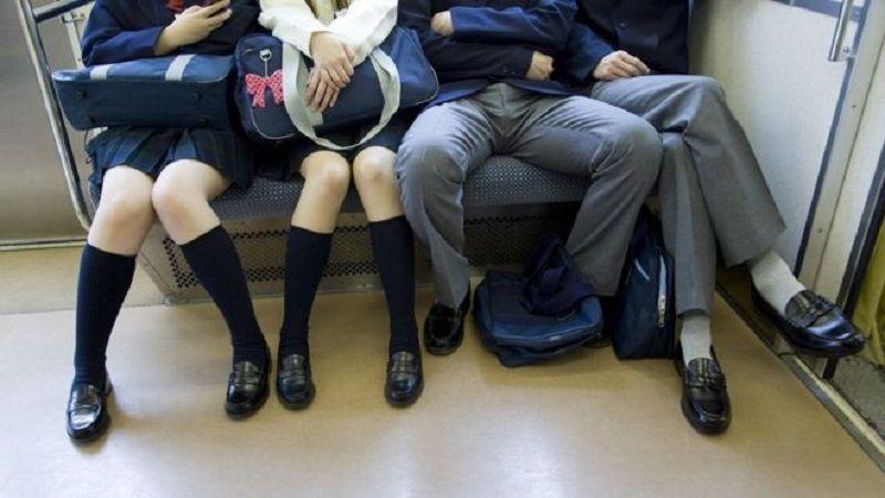 باز نشستن مردان را در وسایل حمل و نقل عمومی