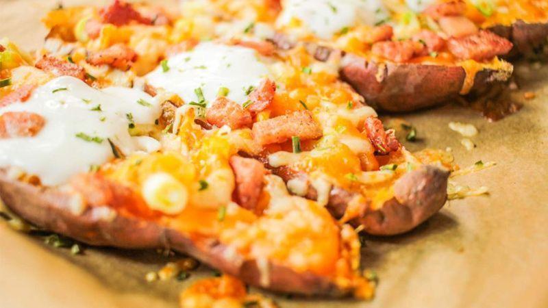 طرز تهیه قایق کوچکی از جنس سیبزمینی، تخممرغ و پنیر