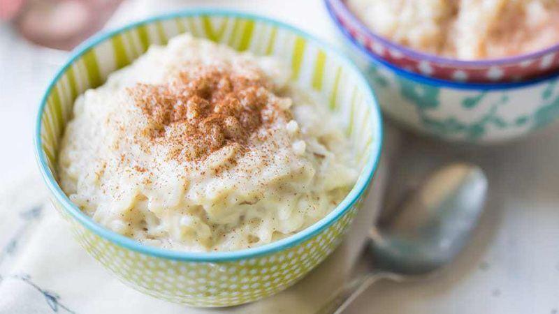 آشپزی در ماه رمضان: طرز تهیه پودینگ برنج با خرما