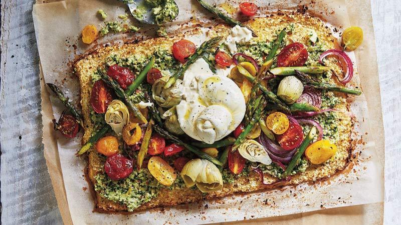 طرز تهیه پیتزای سبزیجات با گل کلم و سس پستوی کدو