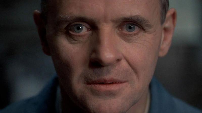 سر آنتونی هاپکینز در نقش دکتر هانیبال لکتر در فیلم سکوت بره ها