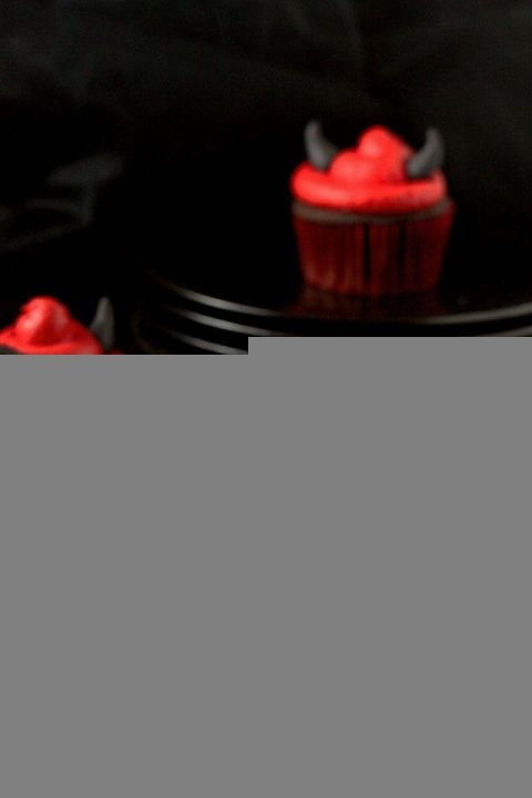 gallery-1440598505-red-devil-cupcakes-1