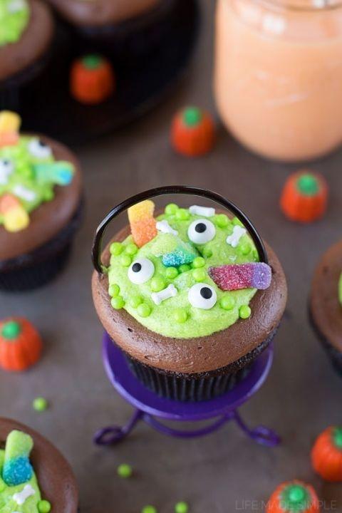 gallery-1466718548-trumoo-cupcakes-1