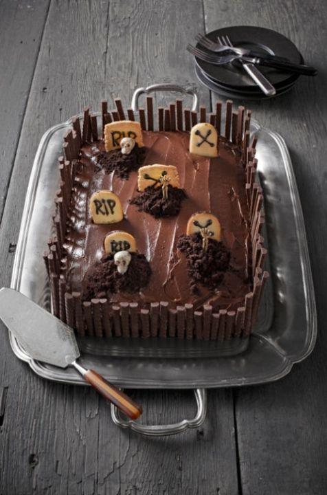 54eacf84f0fd6-halloween-cakes-halloween-graveyard-cake-1011-lgn