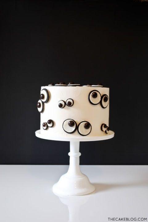 gallery-1438800317-monster-eye-cake-2