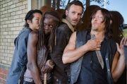 The-Walking-Dead-Cast-Jokes-Around-on-The-Walking-Dead-Season-6-Set