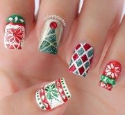 05c72d2fa8ecba480f638168a1deecc6--christmas-manicure-holiday-nails