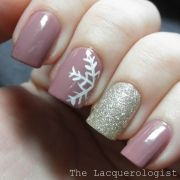 0b8108fe364b5ed0f4b4ae60f1fca10f--christmas-nail-art-holiday-nails