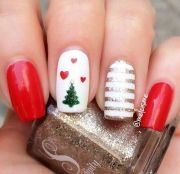 7c8eb3eca4eb89fecbe3bd27be245ba2--little-christmas-easy-christmas-nail-art