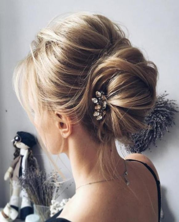 1-messy-bun-with-a-bouffant