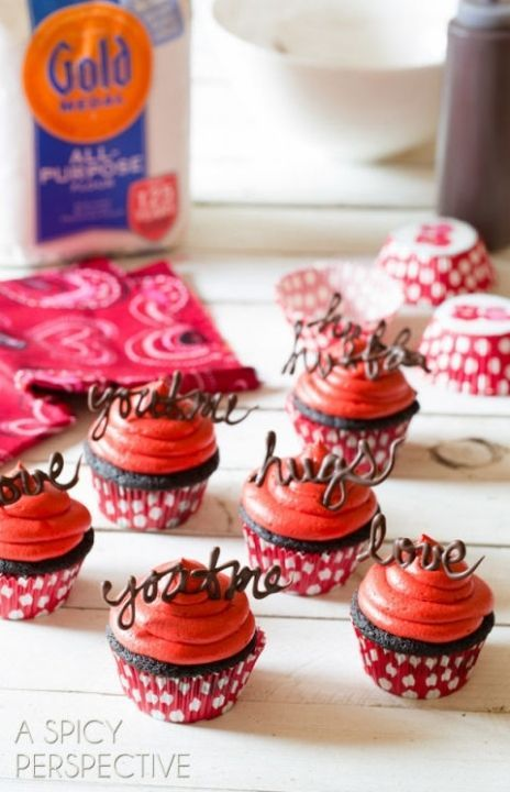 gallery-1452634036-chocolate-cupcake-recipe-red-velvet-8