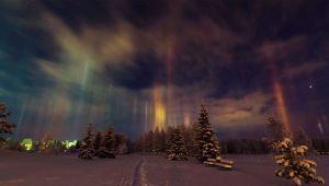 ستونهای نور در آسمان شب
