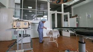 آشنایی با بانویی 89 ساله که پیرترین جراح جهان است