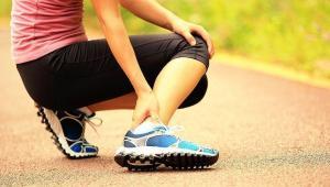 ۶ راه حال اورژانسی برای درمان گرفتگی عضلات پا