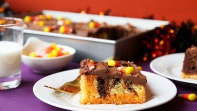 طرز تهیه کیک پرحفرهی ژلهای برای هالووین