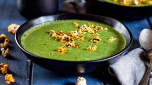 طرز تهیه سوپ نخود فرنگی به همراه تره فرنگی و اسفناج